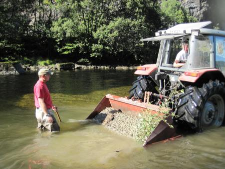 Laying out spawning gravel